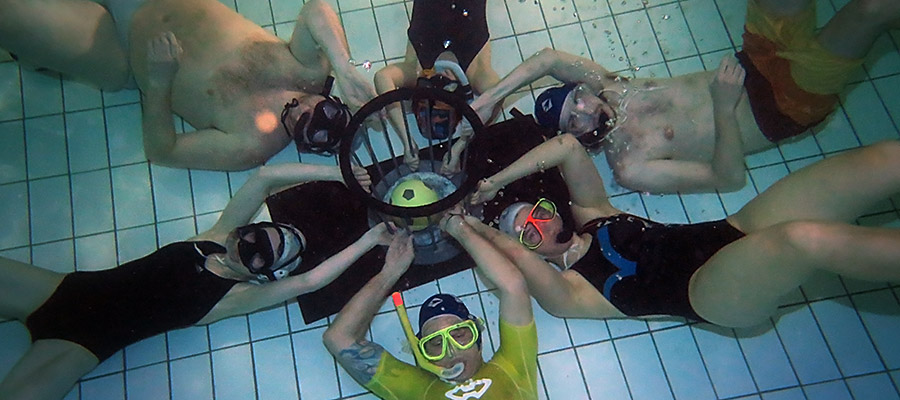 Unterwasser-Rugby in Interlaken